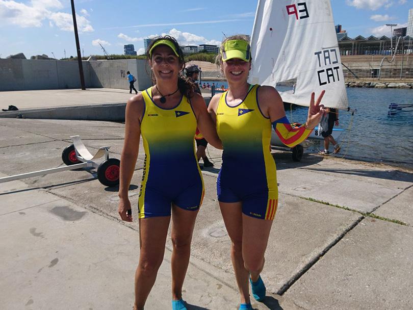 Lourdes i Mercè. Campiones BCN SKYLINE. Rem de mar